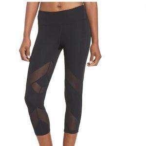 XS Zella crop leggings with mesh cut outs
